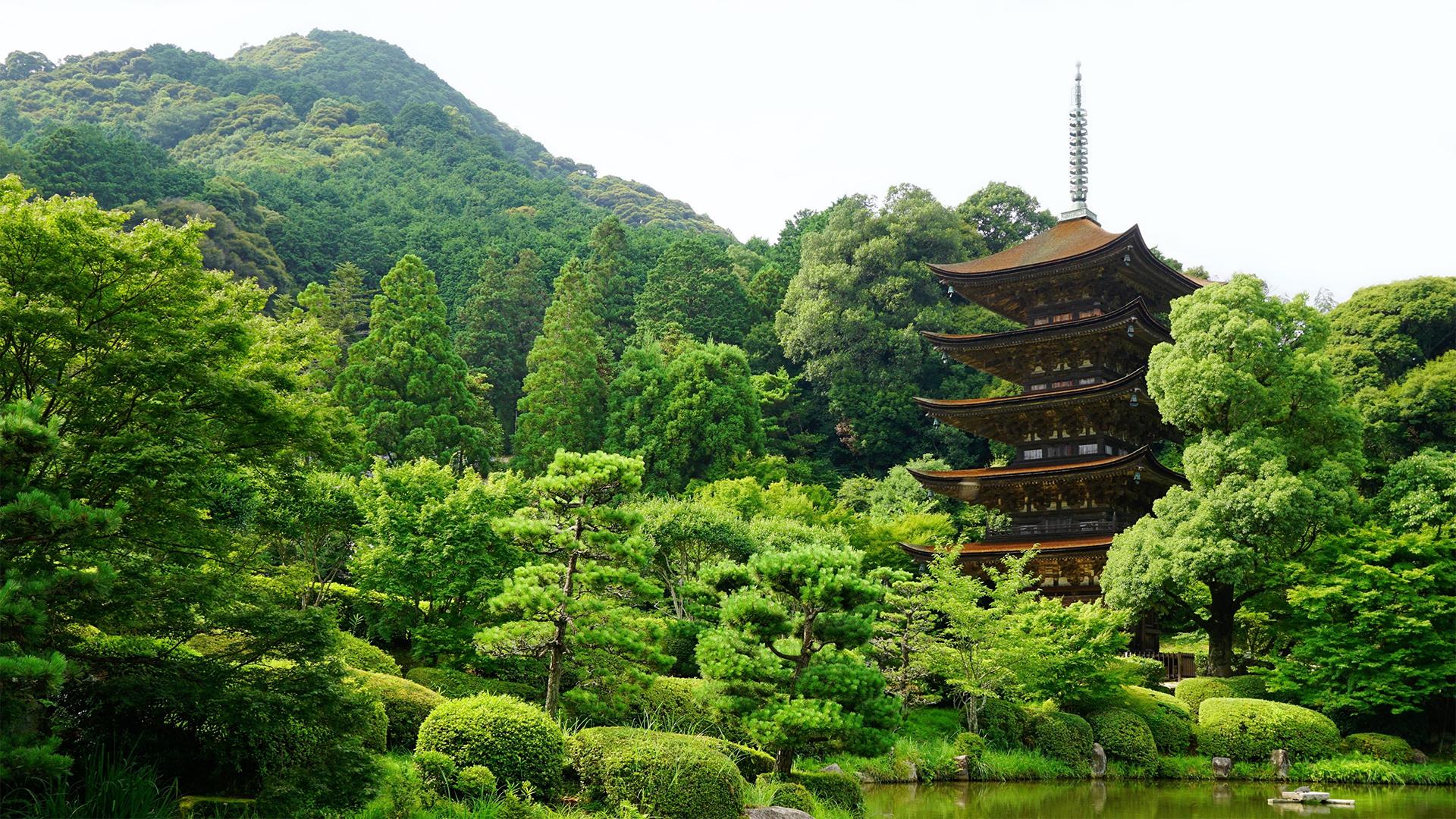 Pagode do Templo Ruriko-ji. Fundo virtual gratuito para Zoom, Microsoft Teams, Skype, Google Meet e WebEx ou qualquer outra aplicação compatível.